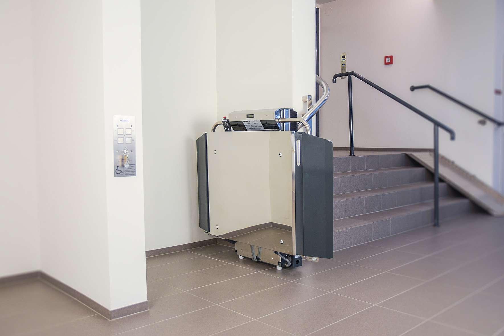 Stratos platform stairlift