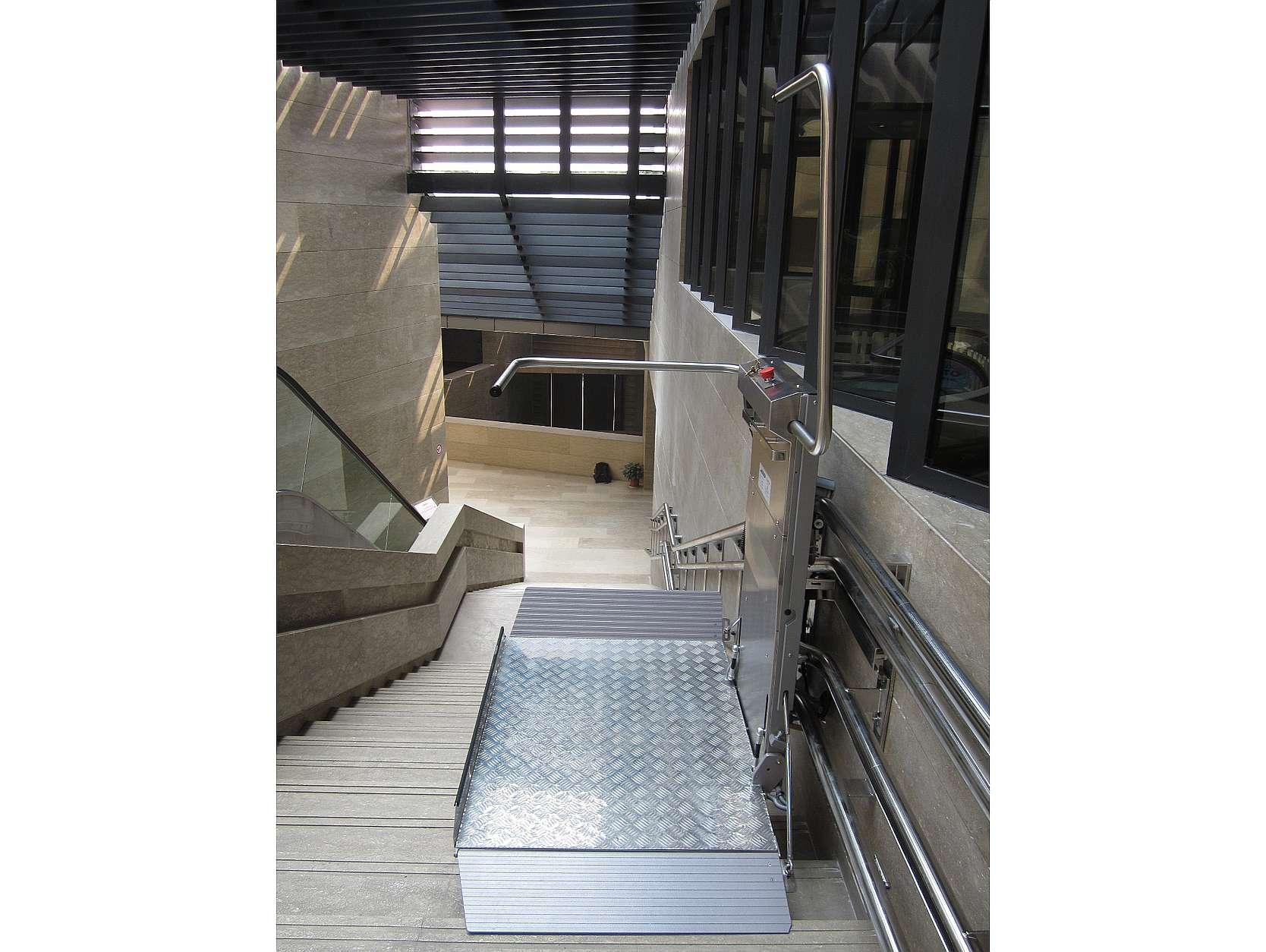 Platform wheelchair stairlift