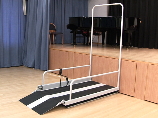 Mobile wheelchair lift